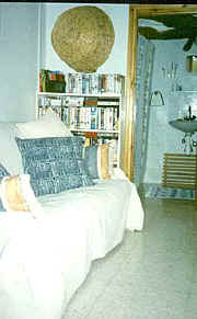 Downstairs bedroom .jpg (19879 bytes)