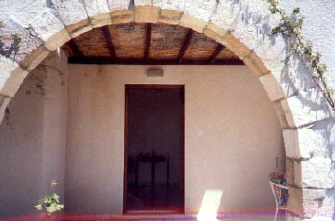 Kamares Villa to rent in cyprus arch.jpg (25117 bytes)