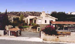 Kamares Villa to rent in cyprus front.jpg (30457 bytes)
