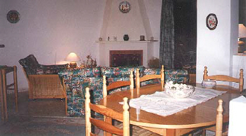 holiday dining pissouri villa in cyprus.jpg (26358 bytes)