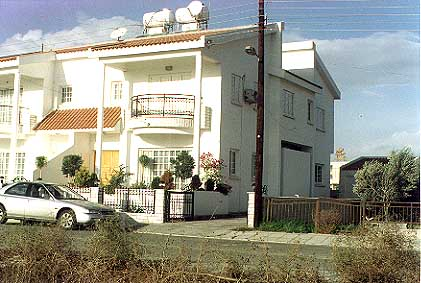 house for sale in larnaca cyprus coast.JPG (38433 bytes)